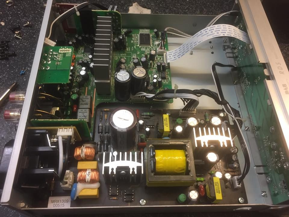 Denon DRA-F109DAB blinkt rot und schaltet nicht ein – Der Reparateur ...
