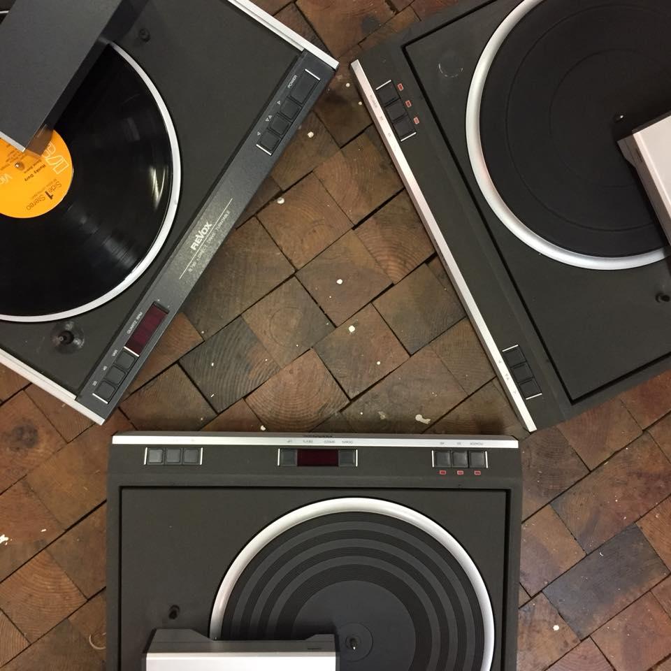 Das ReVox Plattenspieler Trio B790 B791 B79 reparatur raucht schaltet nicht ein